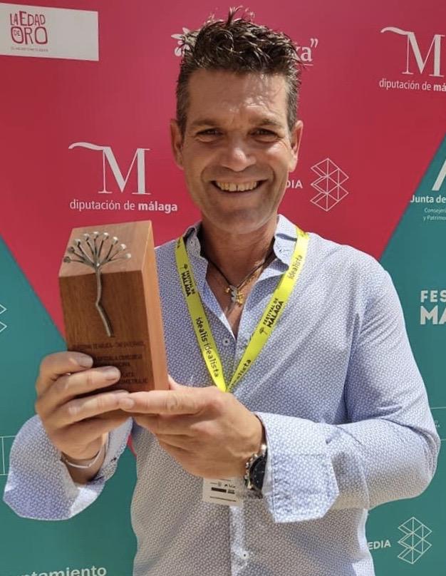 El almadrabero Rafael Márquez recogiendo el premio del Festival de Málaga
